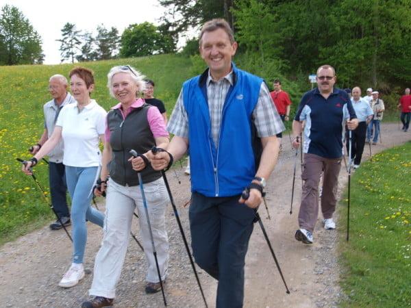 Скандинавская ходьба с палками для позвоночника
